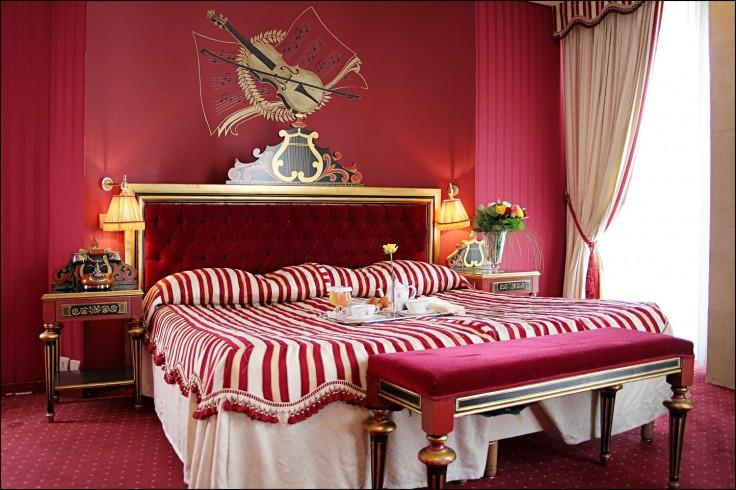 Chambre d'hotel en journée au style baroque Opéra