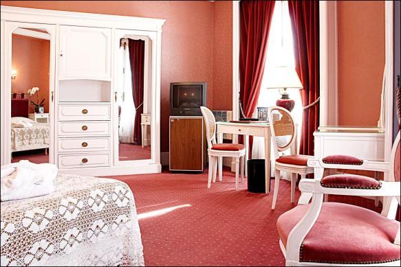 Chambre d'hôtel en journée - Paris 01