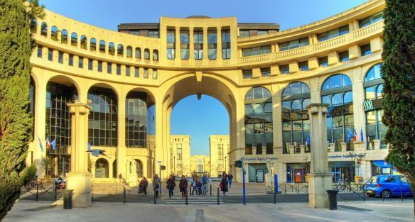 Chambre d'hôtel en journée à Montpellier